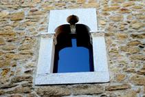 Detall d´una finestra al nucli antic de Madremanya.