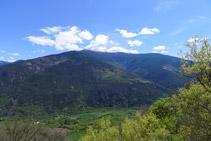 Vistes de la vall del riu Noguera Pallaresa i de la Torreta de l´Orri (2.439m).