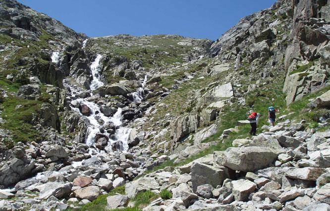 Besiberri Nord (3.014m) des de Cavallers per riu Malo 1