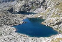 Un mar de roca envolta els estanys Gelats.