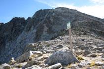 Collada d´Abellers, al límit del Parc Nacional, divisòria d´aigües entre la vall de Besiberri i la vall de Llubriqueto.