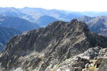 Tram d´aresta que ens separa de la Punta Passet (2.998m).
