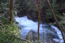 Cascada del riu del Pendís, a la nostra dreta.