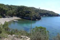 Arribant a la platja de Guillola (també coneguda com a <i>cala Guillola</i>).