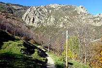 El Bac de la Ruira a les envistes de les roques de l´Oratori i del roc del Dui.