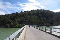 Creuem el pont de l´embassament de Terradets.