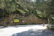 Agafem a la dreta la carretera antiga de Terradets.