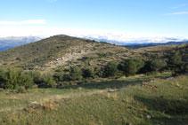 El Montpedrós i l´ermita de Sant Cristòfol a davant nostre.