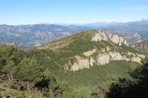 Cingleres a sota del cim del Montpedrós.