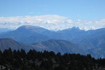 Boniques vistes des del cim: serra del Cadí, Pedraforca, Port del Comte,...