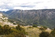 Vistes de la vall i la serra de Carreu.