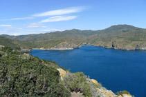 Badia de Jóncols amb la cala de Canadell i cala de Jóncols des de la Punta de la Trona.