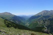 La Vall Fosca des del camí del Carrilet. A l´horitzó, el Montsec.