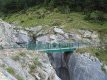Pont que creua l´espectacular barranc de Los Churros, per on baixen les aigües del Cinca.
