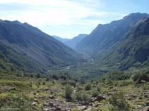 Gaudim de vistes privilegiades de la vall de Pineta. Avui tan verd, costa d´imaginar que ara fa 15.000 anys aquí hi havia una glacera immensa.
