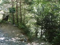 Prenem el corriol que davalla tot seguint els diferents salts d´aigua que forma el riu Lalarri.