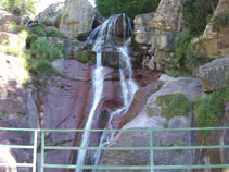 Pont sobre la cascada de Lalarri.