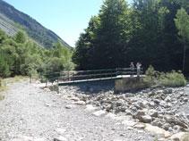Pont sobre el barranc de Los Churros i el riu Cinca (terreny perillós si hi ha crescudes de rius).