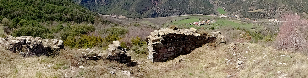 Malmercat i el castell d�Arcalís des de Sort