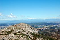 Vistes al Puig Rodó (308m) des del castell.