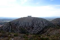 El castell del Montgrí vist des de les proximitats del Montplà.
