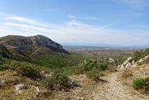 Vistes a la vall de Santa Caterina des del coll d´en Garrigars.