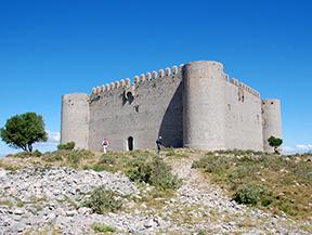 Castell del Montgr� i zona d�inter�s natural de les Dunes