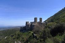 Vistes del monestir des del camí d´accés.