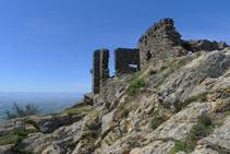 Restes del castell de Sant Salvador de Verdera.