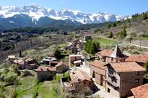 Vistes del Cadí i del poble des del castell del Quer.