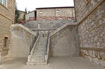 Escales que hi ha al costat del museu.