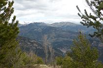 Vistes cap al N amb el poble de Guardiola de Berguedà al fons de la vall.