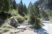 Trencall amb el sender que puja fins al refugi de Colomèrs.