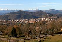 La ciutat d´Olot i el Pirineu oriental.