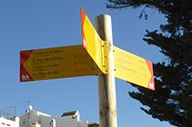 Cartell que ens indica la direcció cap al Port de la Selva.