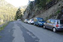 Espai on es pot aparcar el vehicle gratuïtament, al marge de la carretera d´accés al pàrquing del llac d´Orédon.