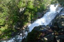 Cascada del torrent d´aigua que cau cap al llac d´Orédon.