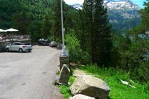 Pàrquing del <i>Chalet Refuge du Lac</i> i escales que hem de baixar (a la dreta).