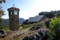 Capella de la Creu, just a l´entrada de Sapeira.