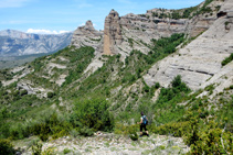 Comencem el descens des de la collada de Castellet.