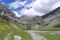 Circ de Soaso i contraforts del Mont Perdut (3.348m).