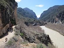 A mesura que anem avançant, la vall es va fent més estreta.
