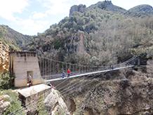 El pont penjant del barranc de Sant Jaume.
