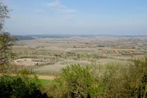 La plana del Baix Ter des de Sants Metges.
