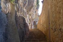 Escales d´accés a la capella de Santa Maria o de la Mare de Déu de Montgrony.
