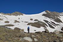 Pales de neu en direcció al coll de Pavots.