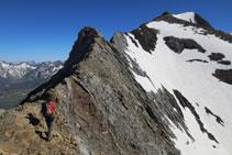 Inici de la cresta d´Espases; al fons el pic Espases.