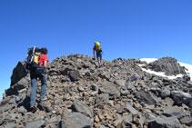 Accés al pic Espases (3.332m).
