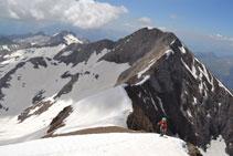 Ascens al Posets amb la cresta d´Espases darrere nostre.