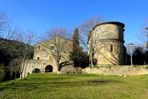 Santa Cecília de Sadernes i la rectoria.